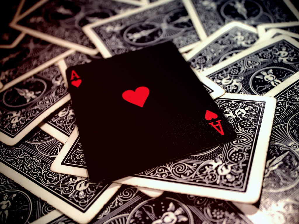 2020Creative_Wallpaper_Ace_of_hearts_lies_on_a_deck_of_cards_142254_1.jpg (1024×768)